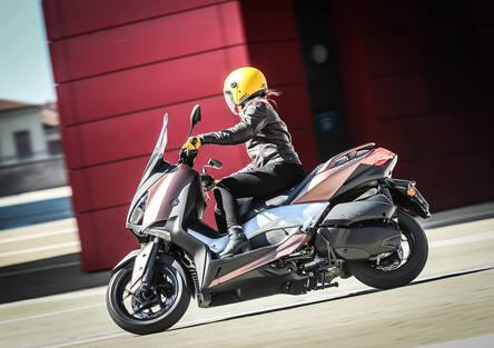 Yamaha X-MAX 300: Form follows function