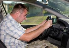 Guidare più di 2 ore al giorno rende meno intelligenti, lo dice la scienza