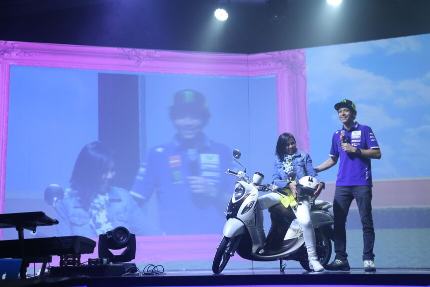 Valentino Rossi in tour in Indonesia (3)