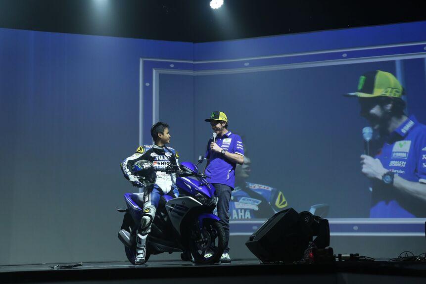 Valentino Rossi in tour in Indonesia (4)