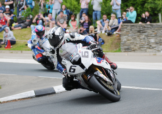 TT 2016, Michael Dunlop torna con BMW e Hawk racing