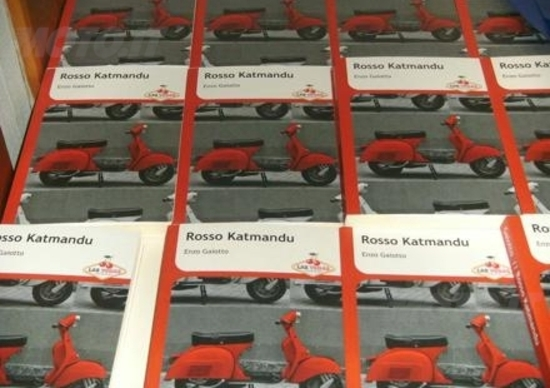 Rosso Katmandu, una Vespa per amica