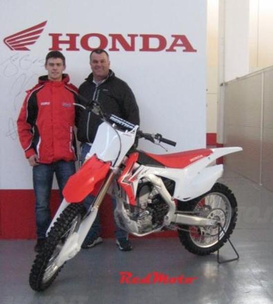 RedMoto ha consegnato la Honda per il campionato 2014 a Tim Gajser