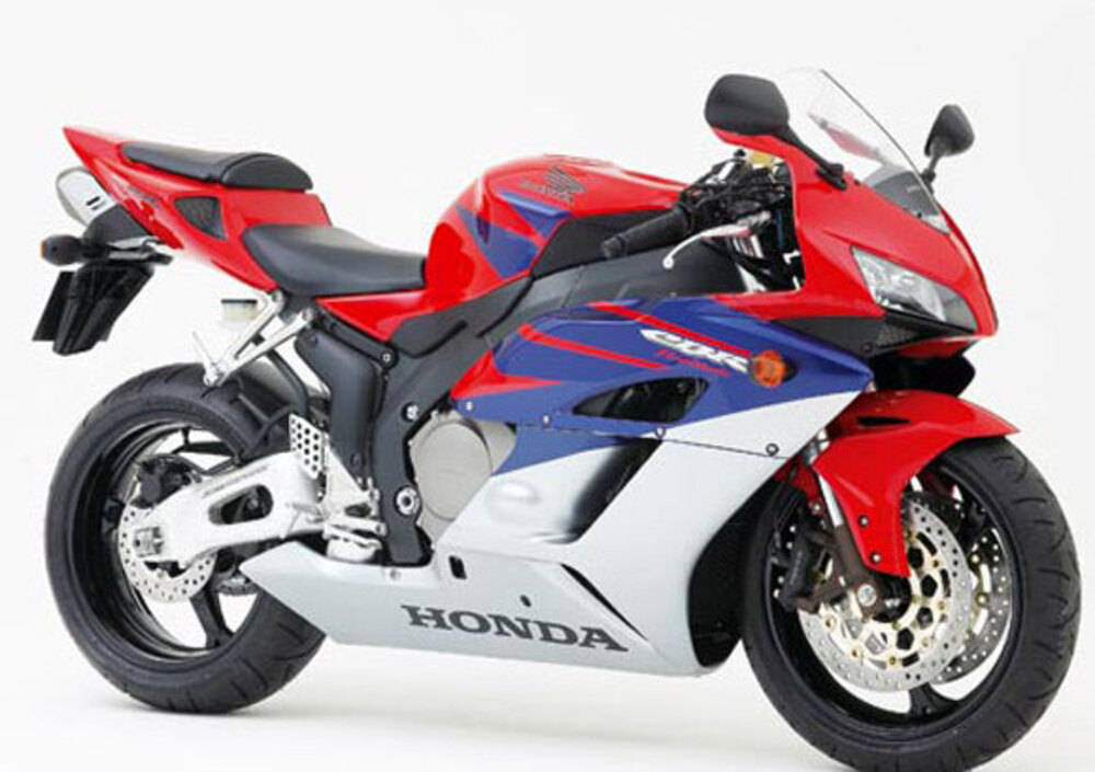 honda cbr 1000 rr fireblade 2004 05 prezzo e scheda. Black Bedroom Furniture Sets. Home Design Ideas