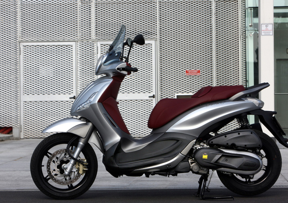 Piaggio Beverly SportTouring 350 ie (2011 - 15) (3)