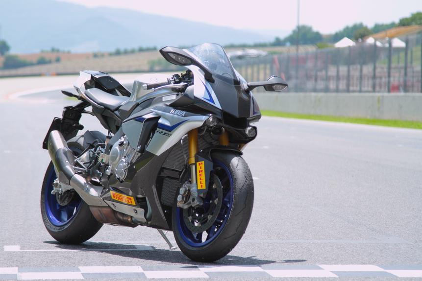 Kawasaki ZX 10R Ninja Vs Yamaha YZF R1M Vs Ducati 1299S