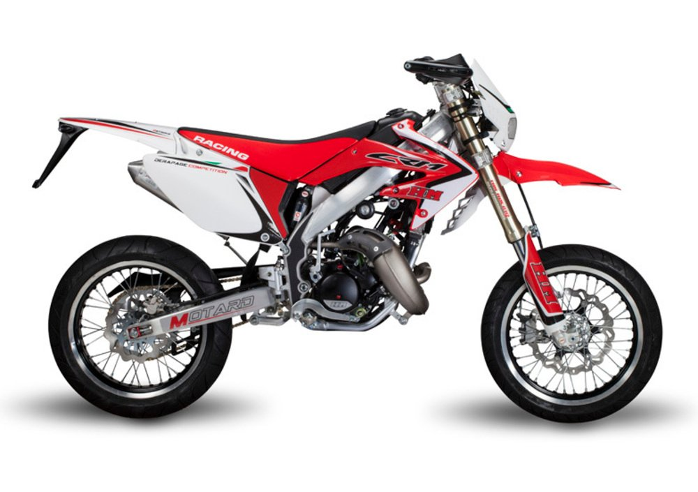 hm cre 50 baja. Very soon, alongside with the range of exhausts and accessories for 2-strokes bikes a new line of systems for 4-strokes bikes was designed and developed: tested in the demanding Paris-Dakar rally, these exhausts were on the race-winning Edi Orioli's Honda, in