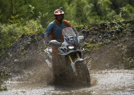 Honda Africa Twin, in Galles per riscoprire la moto totale