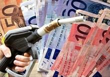 Primo week-end di esodo: scende il prezzo della benzina