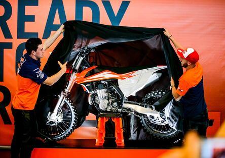 KTM SX 2016: arriva la forcella ad aria. Motori 4 tempi e 125 nuovi
