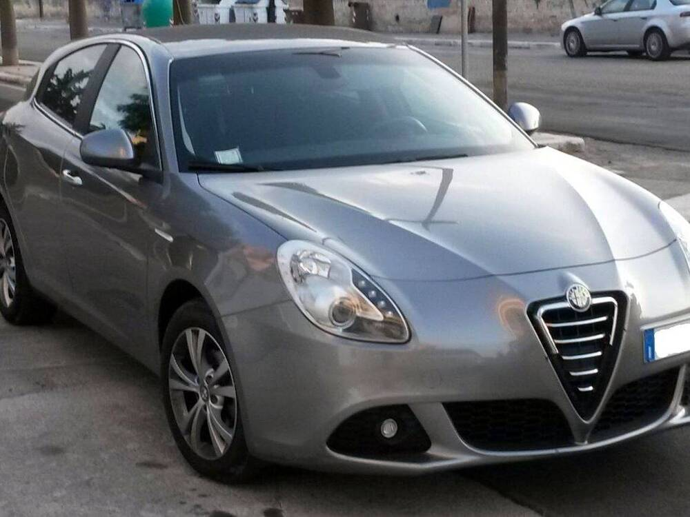 alfa romeo giulietta 1 6 jtdm 2 105 cv distinctive 03 2010 05 2011 prezzo e scheda tecnica. Black Bedroom Furniture Sets. Home Design Ideas