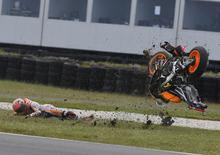 MotoGP, Australia 2016. FOTO - La caduta di Marquez
