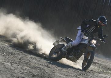 Ducati Scrambler Desert Sled. E allora giochiamo!