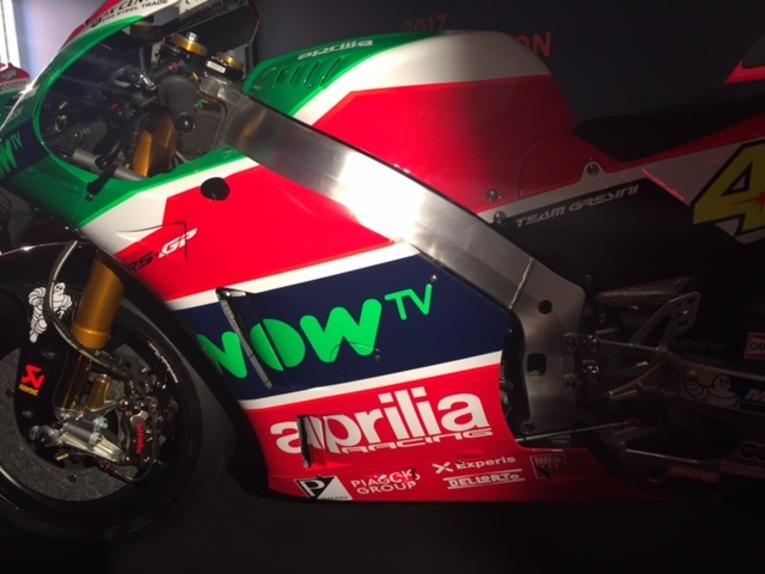 MotoGP 2017. Presentato il team Aprilia (2)