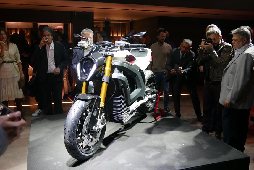 Italian Volt svela Lacama, la moto elettrica sartoriale