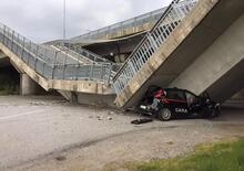 Crolla ponte della tangenziale di Fossano: schiacciata un'auto dei Carabinieri