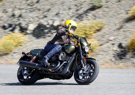 Harley-Davidson Street Rod 750. Entry level, ma non troppo
